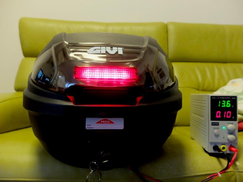 GIVI トップケースにハイマウントストップランプを取り付ける