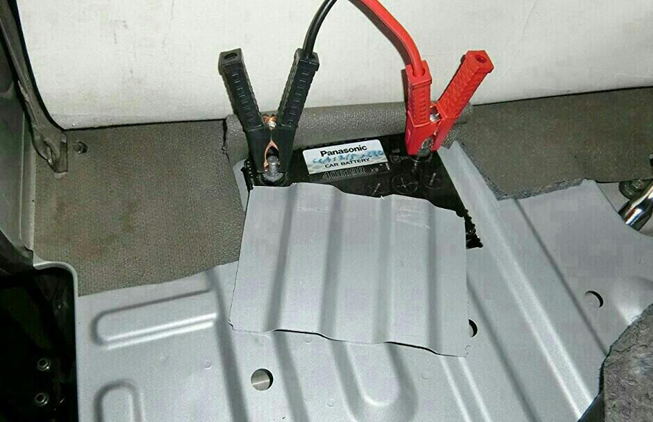DA64Vエブリイ : サブバッテリー置き場の確保、その1。