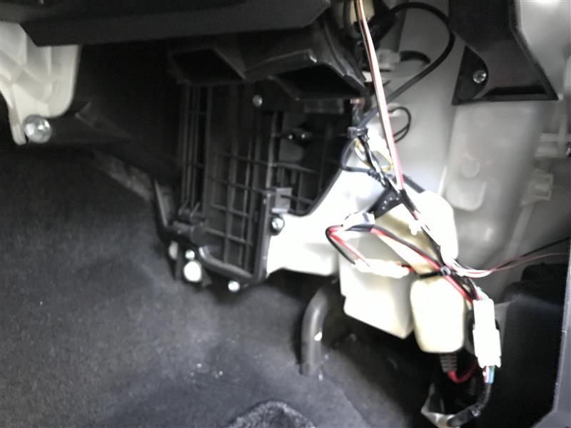 フィルター交換&エバポレーター洗浄(わさび d'air&クイックエバポレータークリーナーS)