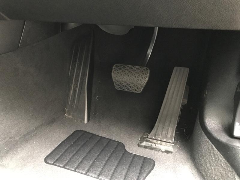 BMW純正のペダル