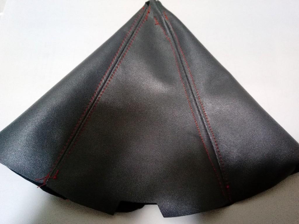 発注から約2ヶ月、やっと手元に届きました。黒に見えますが、濃いグレーです。
