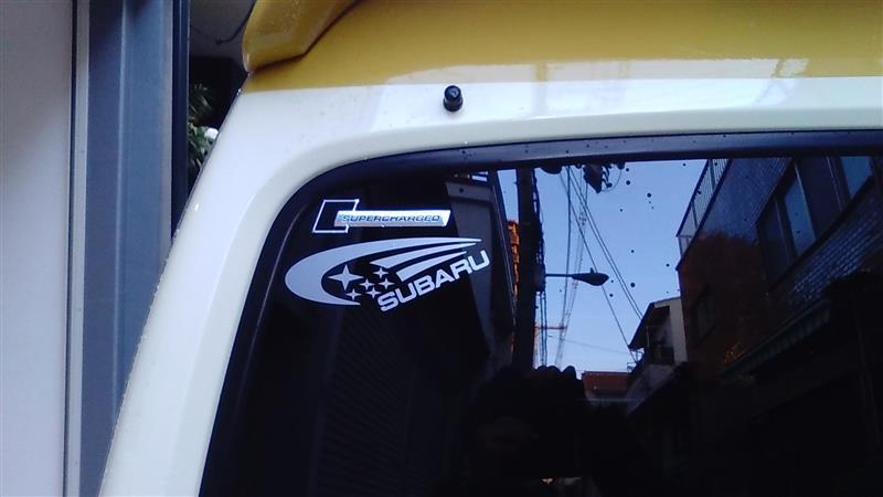 洗車ついでにスバルのステッカーヤフオクゲット貼りました🍀