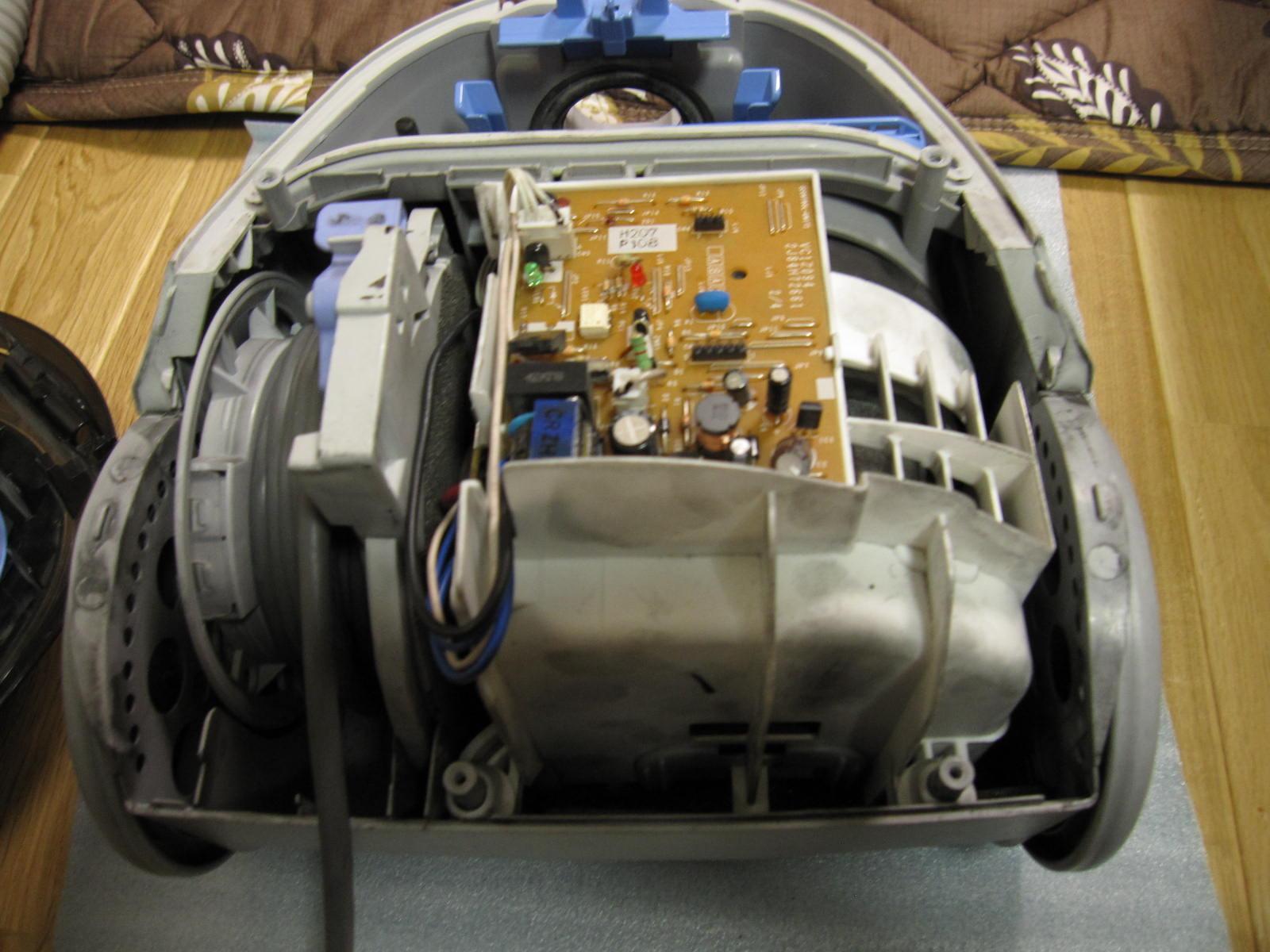 ヮンコRの車内掃除に使うかも??知れない焦げ臭い家庭用掃除機のモーターブラシを交換してみたよwその①