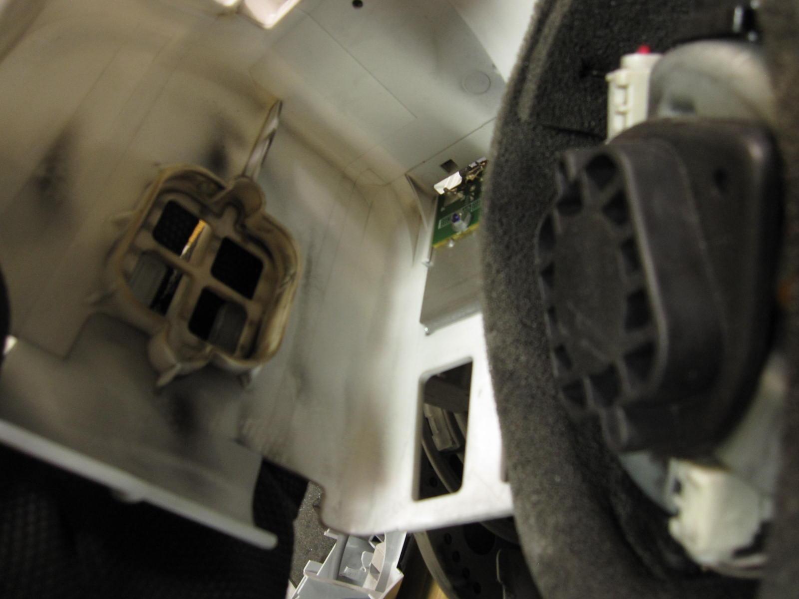 ヮンコRの車内掃除に使うかも??知れない焦げ臭い家庭用掃除機のモーターブラシを交換してみたよwその②