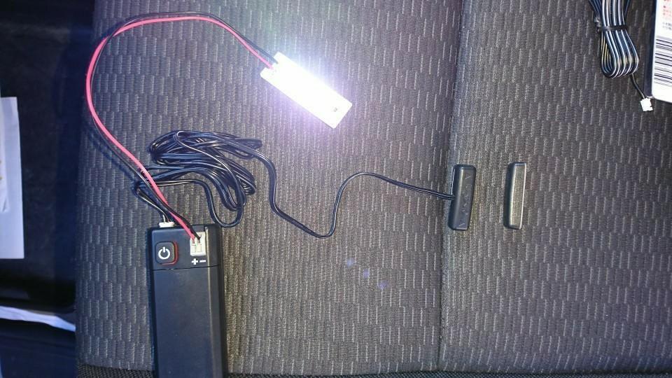 グローブボックスに明かりを…。