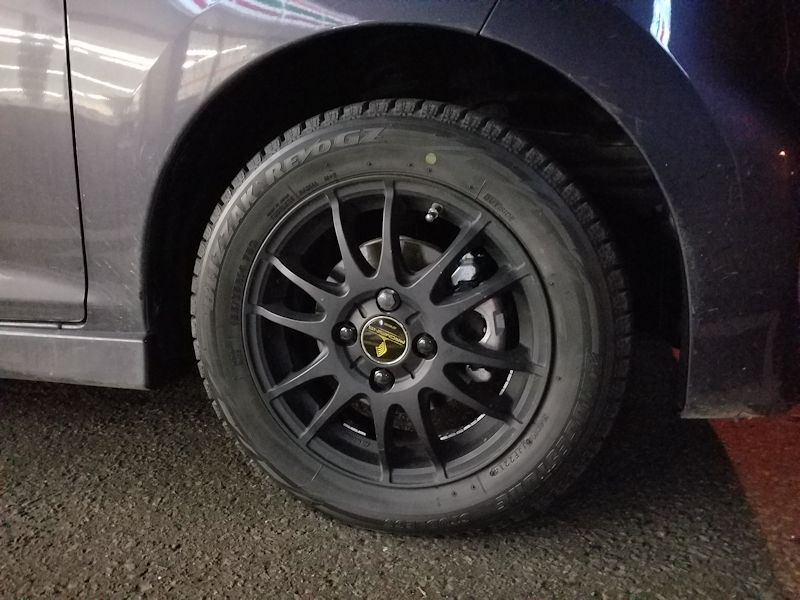 【1,672km】スタッドレスタイヤへ交換。 ガレージジャッキかけれないよこの車!