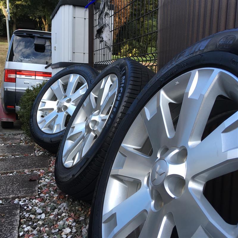 恒例、冬タイヤ換装