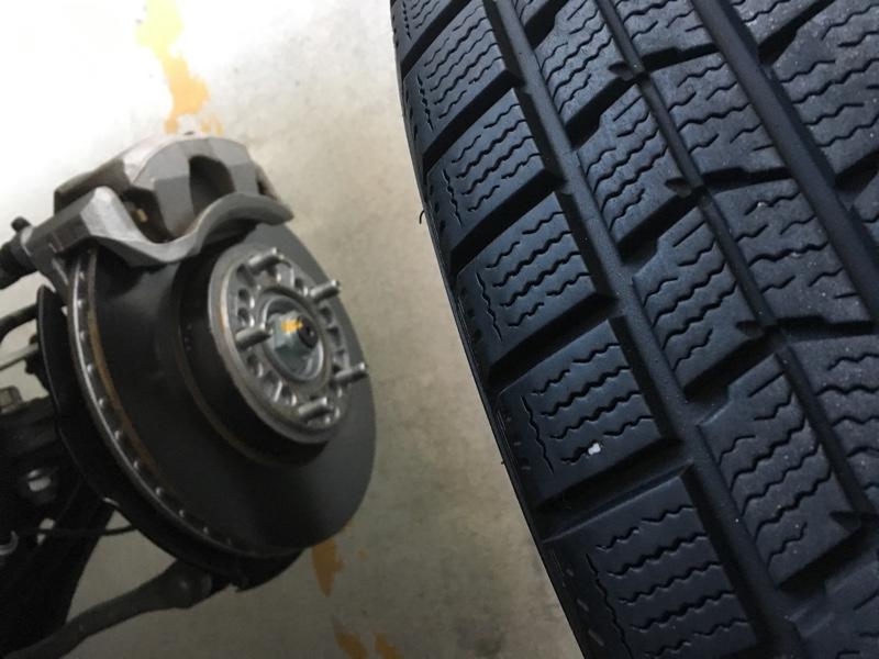 大掃除しなくても車はキチンと冬タイヤに交換