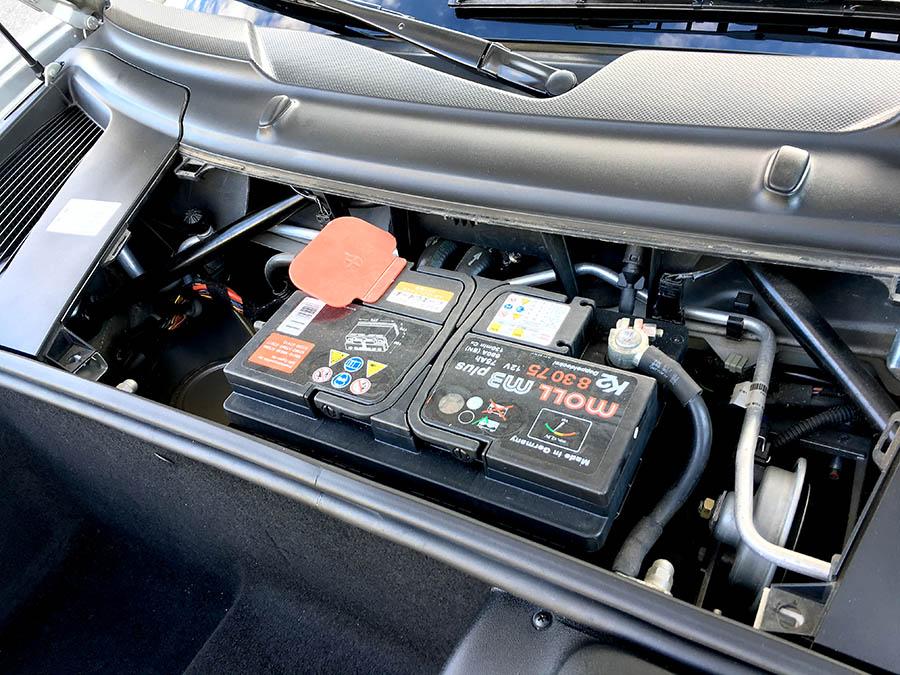 電動パワーシート不動からのバッテリー交換