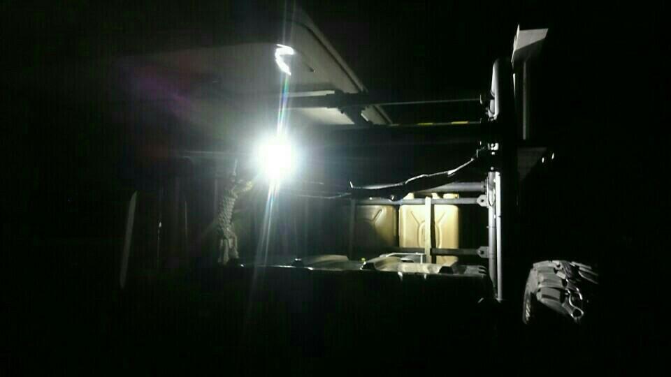 ディフェンダー TD5 貨物部作業灯取り付け