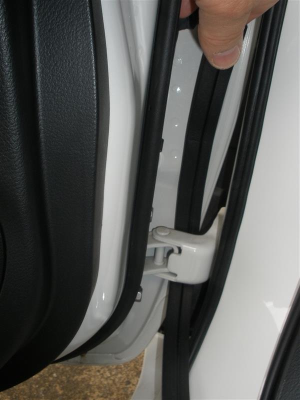 前部ドアへのZ型ウェザーストリップ取付