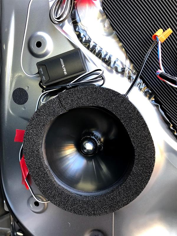 スピーカー背面アウターパネルの制震・吸音