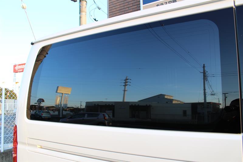 トヨタ・ハイエースのカーフィルム施工
