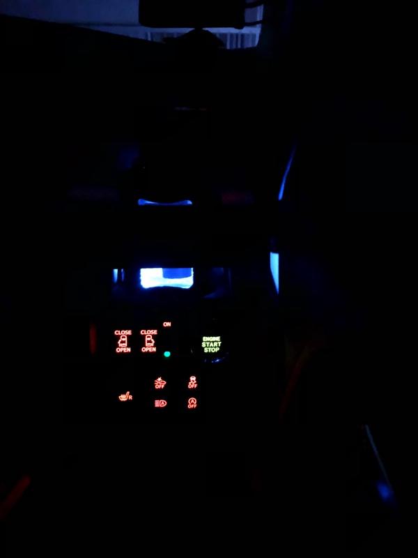 メーター間接照明、ドリンクホルダーLED