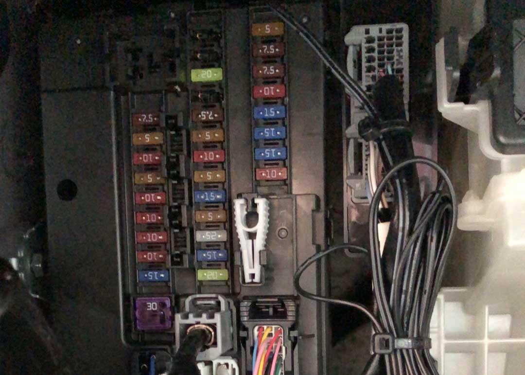 USBスマート充電キット取付(エーモンITEM No.2871)