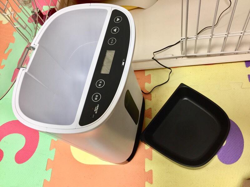 タイマー式自動給餌器「カリカリマシーン」を設置しました