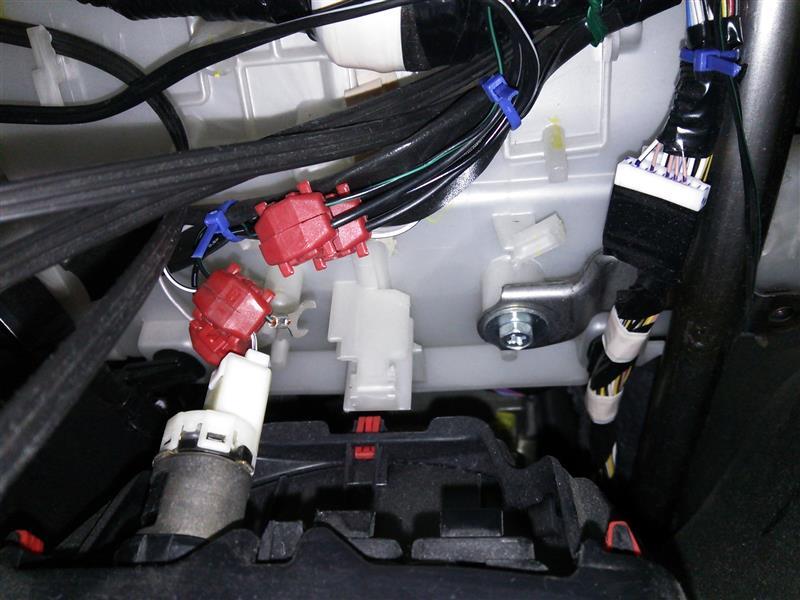 """ヴィッツRS """"G's"""" ドライブレコーダー【KENWOOD DRV-325】を取付けした2/4"""