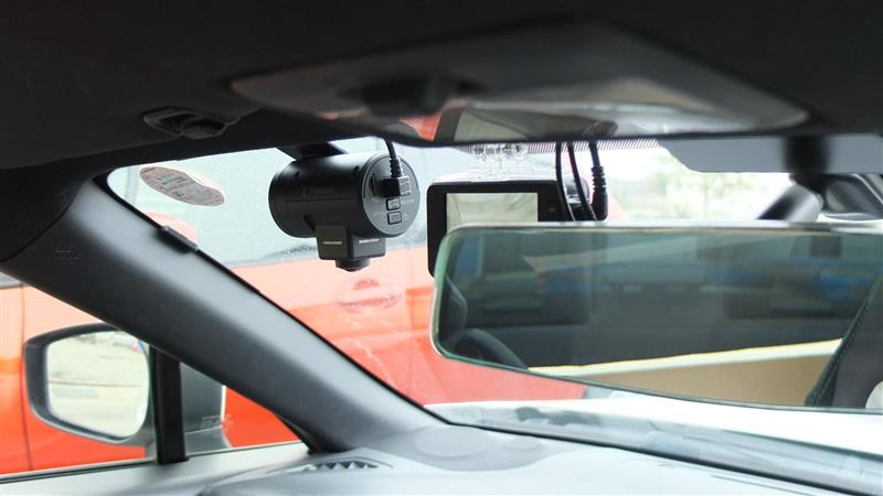 気になる商品がありましたので、せっかくなので取り付けてみました。前、後、室内に追加して、360度と今度で室内4つめのカメラになりますw<br /> <br /> ユピテルの新商品 S10<br /> 車載監視カメラ&amp;ドライブレコーダーという一風変わったものです。<br /> <br /> 写真をみればわかりますが、結構デカいです。モニターはありませんが、スマホがあればリンクさせることで録画再生やセッティングなど可能です。<br /> <br /> うちはガラケーなので見れません(&gt;_)