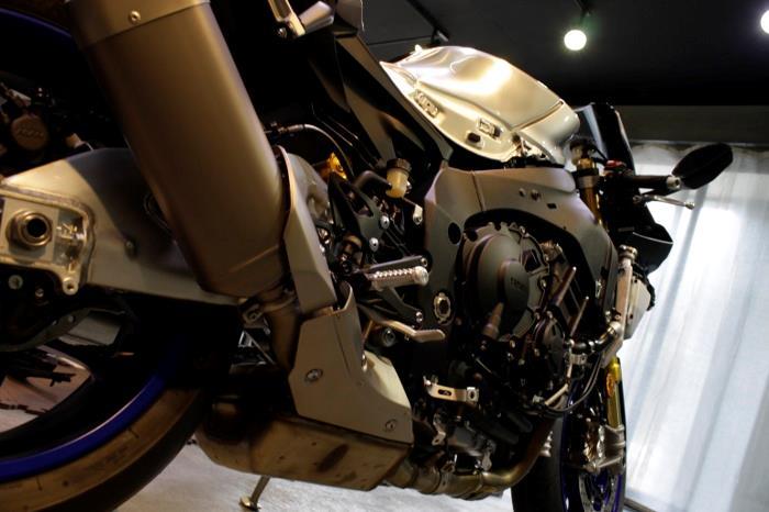 GPマシン並みのスペックのヤマハ・YZF-R1Mのバイクコーティング【リボルト湘南】