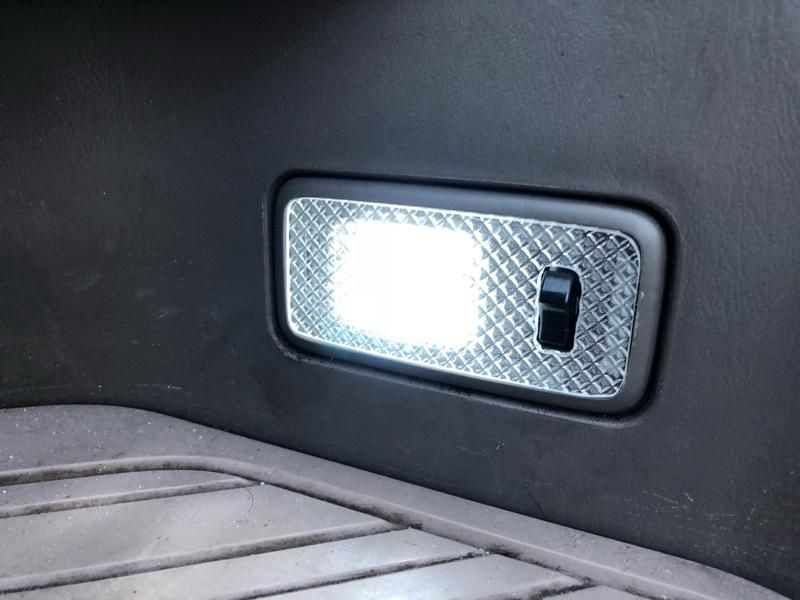 リアカーゴランプとスライドドア左右ステップランプの LED化とクリスタルレンズ