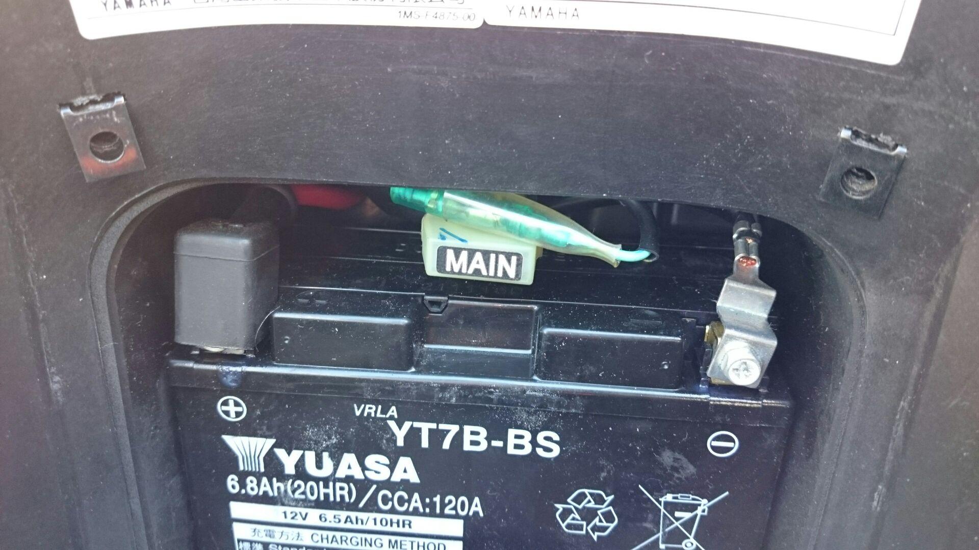 バッテリーカバー固定の変更
