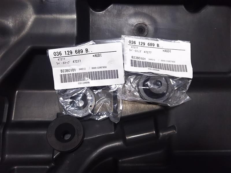 エンジンカバーグロメット交換