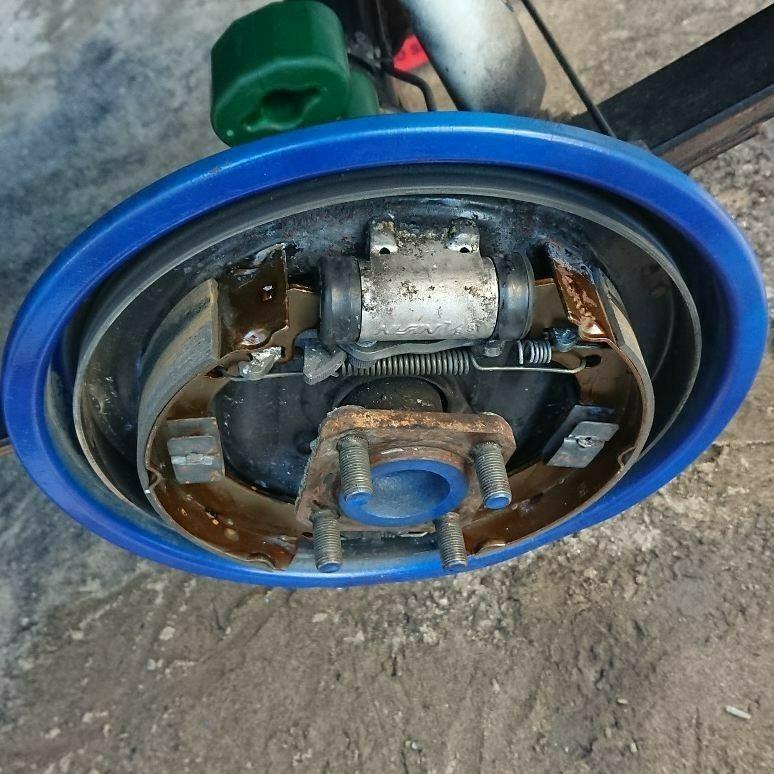 リアバンプストップラバー交換 リアブレーキ調整とスキッドバンパー取り付け
