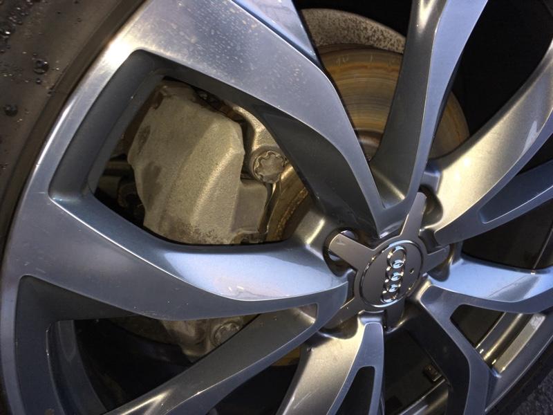 ホイール・ブレーキ周り鉄粉除去