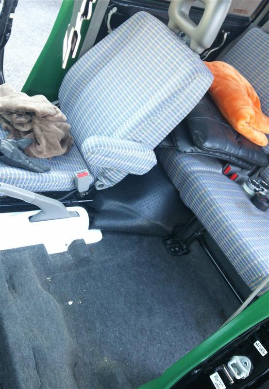 シートカバー取付&車内清掃