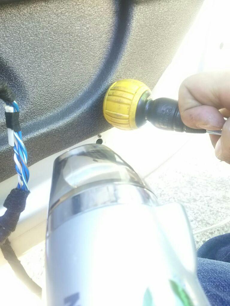 自分のクルマの運転席パワーウインドーレギュレーターの交換②