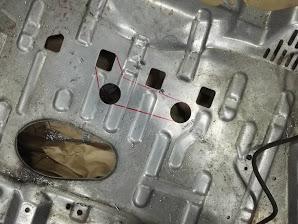 エンジンアンダーカバー逃げ加工