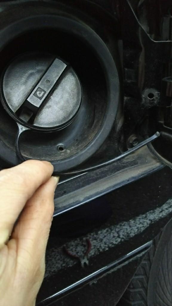 ガソリンキャップ紐修理