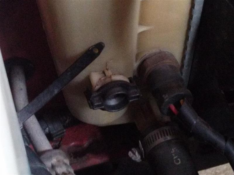 パンダラジエーター液漏れ修理 下限部分から