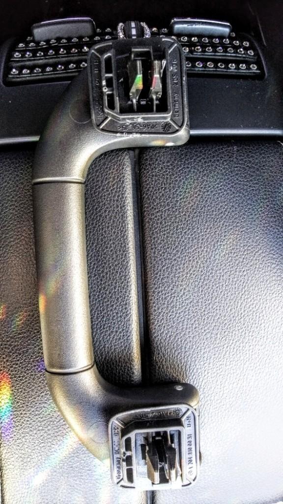 W212 サングラスホルダー 取り付け