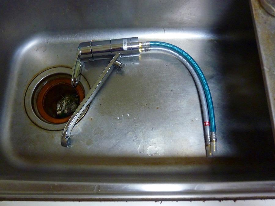 キッチン シングル混合水栓交換 ② 24年ぶりの・・・