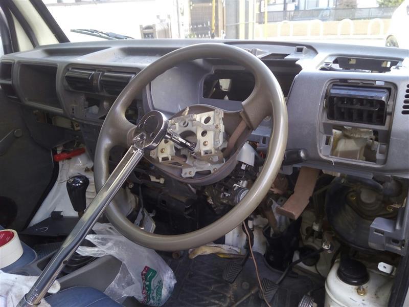 ワイパーモーター修理のためインパネ外す