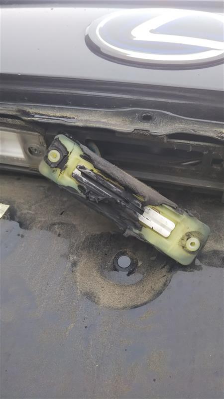 トランクオープナースイッチカバー交換