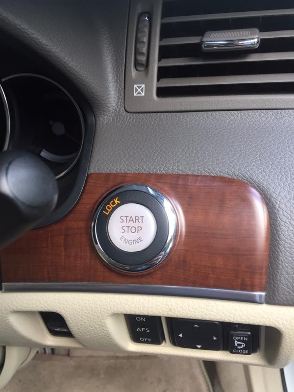 インフィニティ エンジンボタン