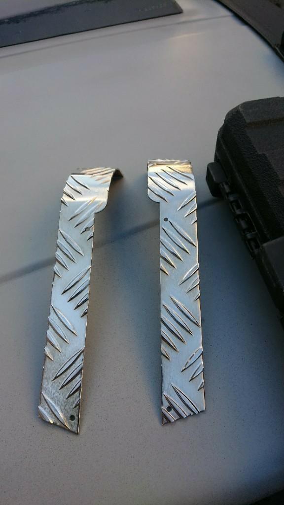 シートメタルジップ縞板リアコーナープレート取り付けと…