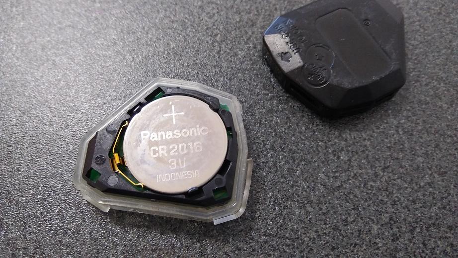 ワイヤレスドアロックリモコンキーの電池交換。