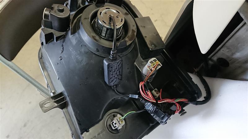 ヘッドライトをLEDバルブに交換