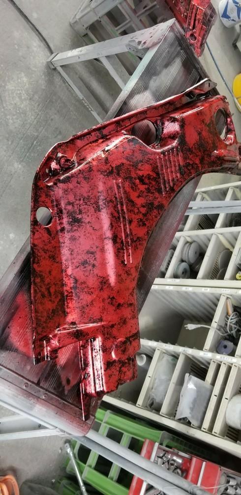エンジンルームのカバー類塗装