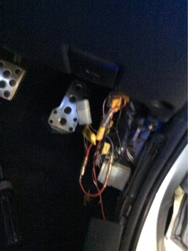 シート交換とシガー電源直し。
