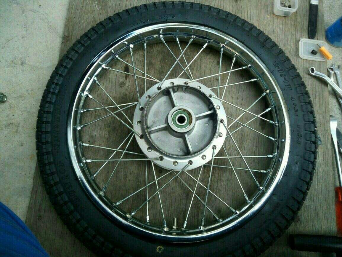 タイヤ交換 ダンロップユニバーサル    リアタイヤだけ
