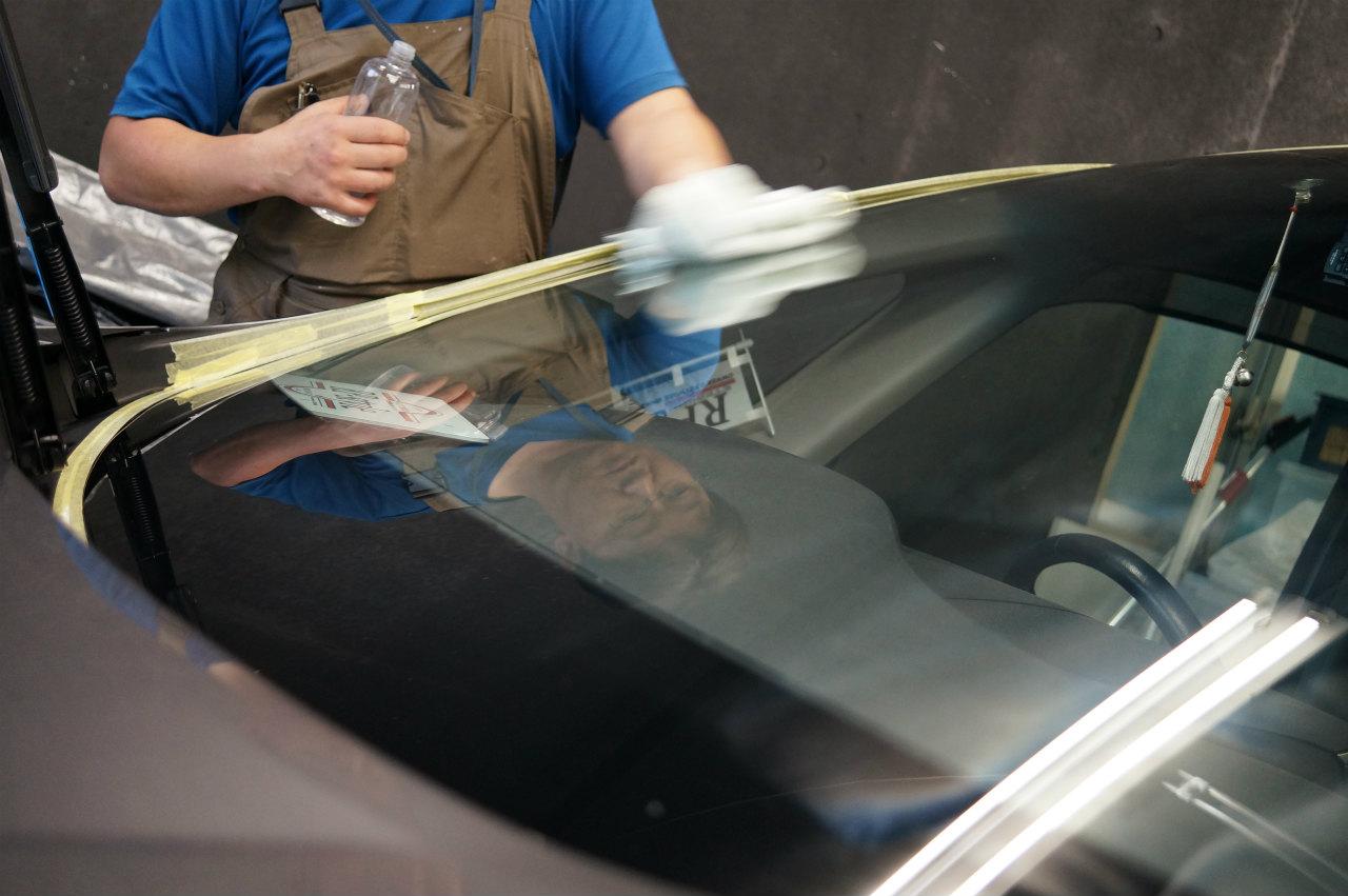強力ガラス撥水の作業を完了です!