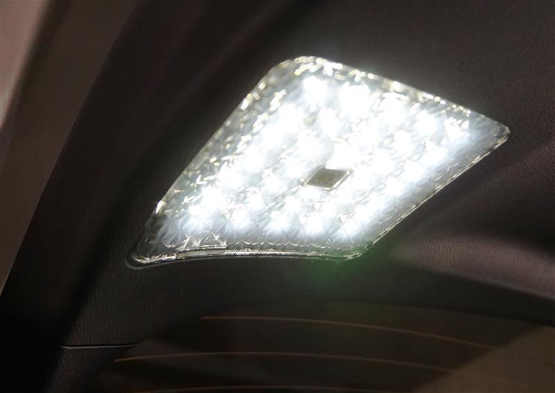 LED タッチセンサースイッチ付 バックドアライト取付け