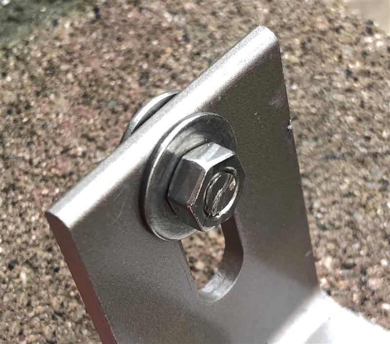 ナンバープレートボルト切断加工