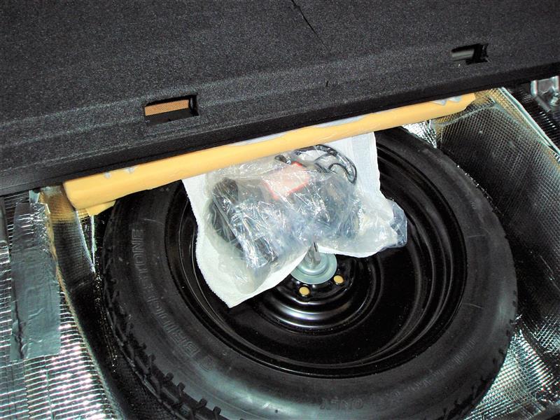 スペアタイヤ部の防音対策