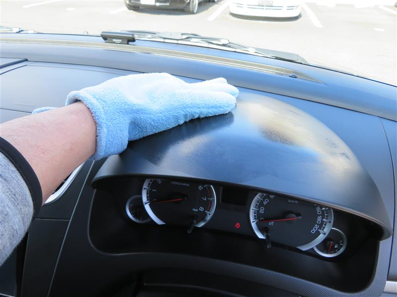 内装樹脂パーツの清掃・艶出し