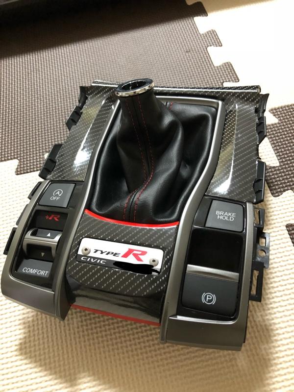 センターコンソール周りシート貼り付け(カーボン、艶ありブラック)